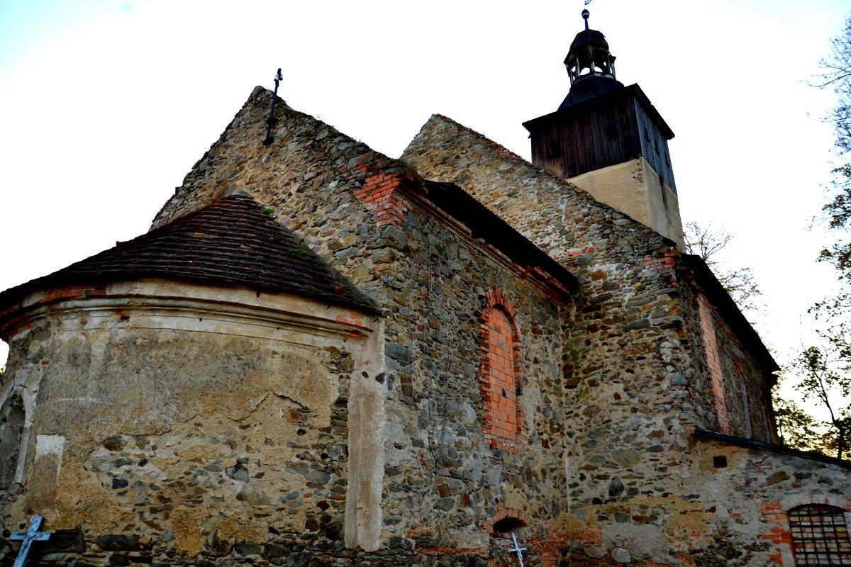 Ruiny późnoromańskiego kościoła w Kościelnikach Średnich, geocaching