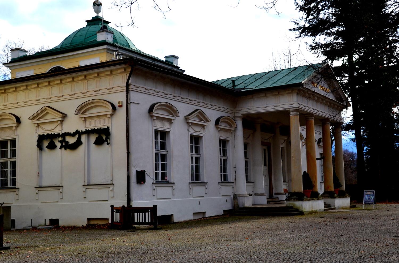 Pawilon Lalka w Parku Zdrojowym - Uzdrowisko Cieplice Zdrj